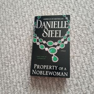 Paperback Property Of A Noble Woman Danielle Steel